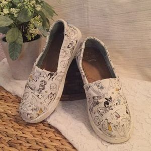 Tom's girls puppy print shoes size 1.5